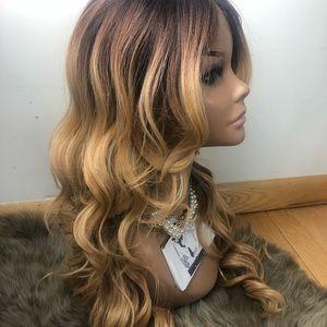 "Honey Blonde 24""  Layered Ombré Silk Part Wig *NWT"